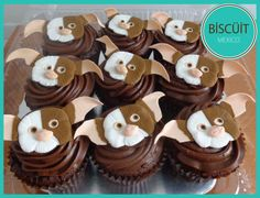 Gremlin cupcakes by BISCÜIT Mexico. chocolate cupcakes with handmade fondant toppers. Fancy Cakes, Mini Cakes, Cupcake Cakes, Cupcake Ideas, Funny Cupcakes, Birthday Cupcakes, Cake Designs For Kids, Disneyland Food, Cake Topper Tutorial
