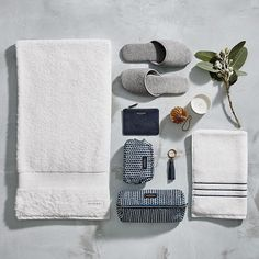 With twenty days until Christmas, we have picked out our top gifting ideas for e.- With twenty days until Christmas, we have picked out our top gifting ideas for e… With twenty days until Christmas, we have picked out our… - Red Bathroom Decor, Bathroom Niche, Spa Day At Home, Home Spa, Towel Display, Days Until Christmas, Christmas 2016, Mood Images