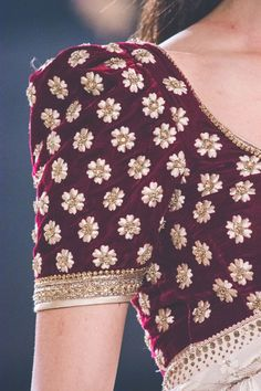 Tarun Tahiliani | India Couture Week 2017 Saree Blouse Neck Designs, Fancy Blouse Designs, Bridal Blouse Designs, Indian Dress Up, Indian Wear, Saree Jackets, Tarun Tahiliani, Stylish Sarees, Indian Designer Outfits