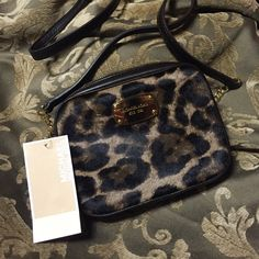 ❄️️PRICE DROP❄️NWOT Michael Kors leopard crossbody Girls Night Out HOST Pick Perfect condition. Awesome calf hair leopard print cross body. Gold & leather strap. Perfect for everyday use or for going out on the town. Michael Kors Bags Crossbody Bags