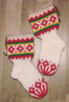 Lappland, Knitting Socks, Knit Socks, Mittens, Christmas Stockings, Diy And Crafts, Slippers, Sewing, Holiday Decor