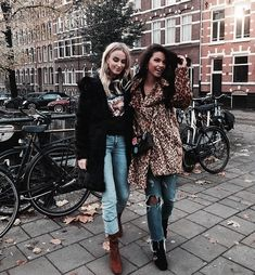 ♡ street style friends bestfriends bffs pavement outdoor denim on denim jeans . Outfits Otoño, Casual Fall Outfits, Fall Winter Outfits, Autumn Winter Fashion, Summer Outfits, Fashion Outfits, Travel Outfits, Fashion 2018, High Fashion