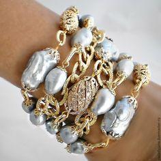 Découvrez un nos magnifiques colliers pierre de lune ! Vous découvrirez un grand nombre de colliers différent ! N'hésitez pas à venir jeter un coup d'oeil à notre boutique Pierre-lune.fr ! Vous ne serez pas déçue ! Bling Jewelry, Pearl Jewelry, Bridal Jewelry, Jewelry Gifts, Beaded Jewelry, Jewelery, Jewelry Bracelets, Jewelry Accessories, Handmade Jewelry