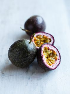 ✖️Ingredient Spotlight✖️ Passionfruit oil is packed with vitamins, including a high content of vitamin C which keep skin looking firm and youthful. It also protects against environmental stressors. This exotic oil, extracted from the seeds, is lightweight and non-greasy, making it the perfect non-clogging moisturiser for daily use.  You can find passionfruit oil in our Bliss Body Oil.