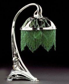 Art Nouveau lámpara de mesa de metal plateado -Alemania c. 1905-1910.