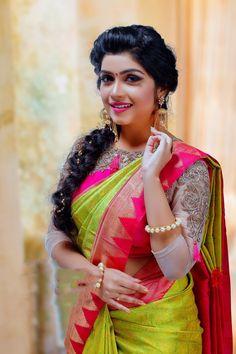 Indian Blouse Designs, Bridal Silk Saree, Saree Wedding, Wedding Blouses, Saree Hairstyles, Indian Hairstyles, Indian Silk Sarees, Kanjivaram Sarees Silk, Saree Trends