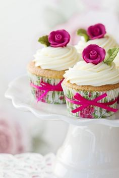 cupcake PRETTIES! Love those floral printed cupcake liners and the ribbons!
