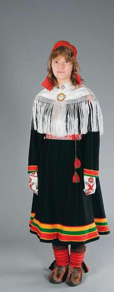 Hello all, Today I will do an overview of the costumes of the Saami people. Previously they were called Lapps, but this is not wh. Folk Costume, Costumes, Lapland Finland, People Of The World, Traditional Dresses, Textiles, Embroidery, How To Wear, Clothes