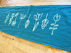 bleach art linen table runners and tips on using a bleach pen ~ from Show, Tell, Share ....