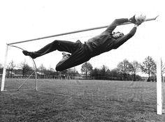 Jan van Beveren oefent op 8 mei 1978 tijdens een training in Eindhoven als voorbereiding op de Uefa Cup-finale tegen Bastia. Foto ANP Flip Martens