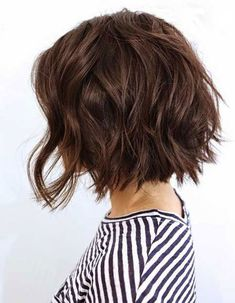 Delightful Wavy/Curly Bob Hairstyles for Women - Bob Hairstyles 2018 There are basically two ways to achieve the wavy hair look. The first is you can be born with 'em. Or, if your hair is straight and you want them to look really natural, you can put your Choppy Bob Hairstyles, Diy Hairstyles, Straight Hairstyles, Short Haircuts, Haircut Short, Popular Hairstyles, Wedding Hairstyles, Hairstyles 2018, Layered Haircuts