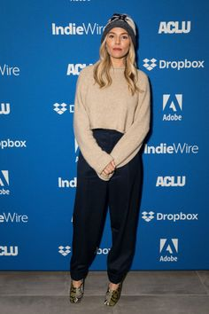 Sienna Miller Short Hair, Sienna Miller Style, Wide Trousers, Sundance Film Festival, Style Icons, Street Style, Style Inspiration, Studio, Casual