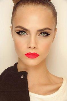 Cara Delevingne Make-Up. Bright Red Lips With Winged Black Eyeliner. Cara Delevingne, Beauty Make-up, Beauty Hacks, Hair Beauty, Bella Beauty, Perfect Red Lips, Perfect Eyes, Perfect Pink, Perfect Model