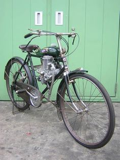 Honda A type Antique Motorcycles, Cars And Motorcycles, Bicycle Engine, Powered Bicycle, Star Wars Characters Pictures, Motorised Bike, Honda Cub, Honda Motors, Motorized Bicycle