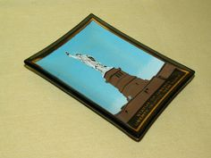 STATUE OF LIBERTY ASHTRAY HOUZE ART ISLAND NEW YORK GOLD SMOKED GLASS DISH USA