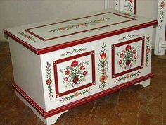Idee per mobili Country – Recycled Furnitures Ideas Furniture Fix, Hand Painted Furniture, Furniture Makeover, Furniture Design, Painted Chest, Painted Boxes, Art Decor, Decoration, Home Decor