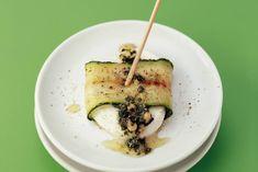 Courgette-mozzarellarolletjes met pestodressing - Recept - Allerhande