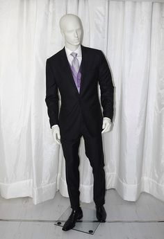 Traje caballero Dsquared2, chaleco ceremonia Marco Pascali, corbata Gucci.