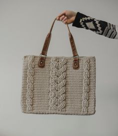 Free Crochet Pattern for the Matilda Tote - Crochet Cables Bag — Megmade with Love Crochet Shell Stitch, Crochet Cable, Crochet Tote, Crochet Handbags, Crochet Purses, Bead Crochet, Free Crochet, Ugly Purses, Crochet Designs