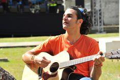 Robert Baum en el concierto en beneficio de los damnificados de Santa Ana 2013 Santa Ana, Music Instruments, Guitar, Concert, Musica, Musical Instruments, Guitars