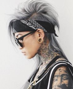 Long Gray Mohawk with Mullet Longer Pixie Haircut, Haircut Pictures, Caramel Hair, Long Pixie, New Hair Colors, Hair Color 2017, Hair Trends, Androgynous Haircut, Androgynous Girls