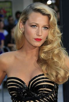Old-Hollywood Curls Blake Lively--idk who this girl is but her hair game is FIERCE Oval Face Hairstyles, Holiday Hairstyles, Celebrity Hairstyles, Wedding Hairstyles, Blake Lively Hairstyles, Hollywood Hairstyles, Vintage Hairstyles, 50s Hairstyles, Braid Hairstyles