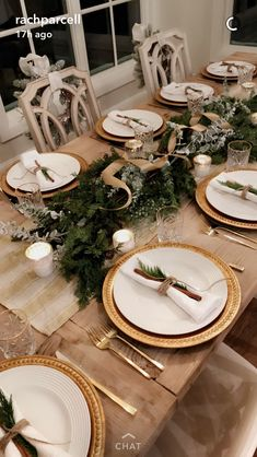 You can get cheap gold plates just like these at Dollar Tree,this would look pretty for the bridal table! You can get cheap gold plates just like these at Dollar Tree,this would look pretty for the bridal table!