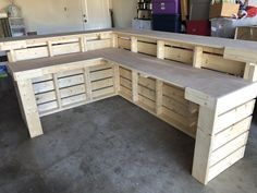 Hello Elyse L Shaped Unfinished - wide by Pallet style 2 level Rustic reception desk or sales counter The L Shaped Hello Elyse 8 x 6 Pallet style 2 level Bar Pallet, Palet Bar, Pallet Boards, Pallet Desk, Pallet Bar Plans, Pallet Counter, Outdoor Pallet Bar, Counter Counter, Pallet Benches
