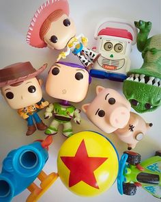 Check out the link for more information movie memorabilia. Check the webpage to learn more Check this website resource. Funko Pop Toy Story, Toy Story Dolls, Funko Pop Display, Princesa Tiana, Pop Disney, Funko Pop Dolls, Geeks, Funk Pop, Pop Toys
