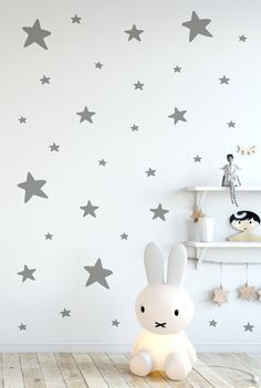 I love these star wall decals! They look so beautiful in a gender neutral nursery! #genderneutralnursery #nurserydesign #walldecals #etsy #ad