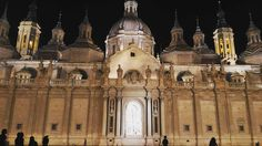 E durante a noite fica ainda mais linda  #zaragoza #catedraldelpilar