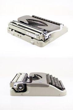 Die Reiseschreibmaschine Prinzessin 100 produzierte etwa 1955 deutscher Hersteller Keller & Knappich. Diese Firma produziert nur etwa 20 Jahre