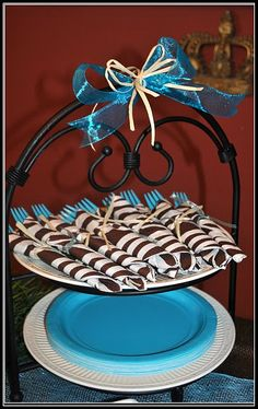 use a two-tiered stand for wrapped utensils & paper plates...love this!