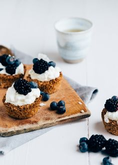 10 Healthy snacks - Yes, I am again paying attention to what I stuff inside. Because we have just finished the December - Quick Healthy Meals, Good Healthy Recipes, Healthy Sweets, Healthy Snacks, Healthy Diners, Oatmeal Cake, Baked Alaska, Feel Good Food, Breakfast Menu