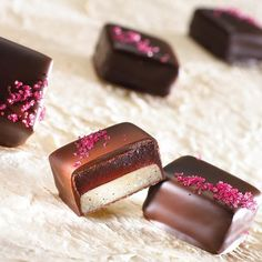 """If you are a Professional Chocolatier 👩🏻🍳👨🍳🍫eager to perfect your craft and to learn everything about chocolate bonbons, our """"Chocolate… Chocolate Bonbon, Valrhona Chocolate, Chocolate Work, Chocolate Candy Recipes, Artisan Chocolate, Chocolate Sweets, Chocolate Shop, Chocolate Truffles, Chocolate Brownies"""