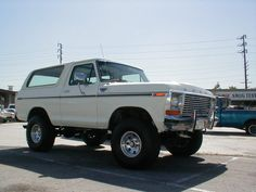 1979 Ford Bronco Pictures: See 118 pics for 1979 Ford Bronco. Browse interior and exterior photos for 1979 Ford Bronco. Ford Trucks, Pickup Trucks, 1979 Ford Bronco, Broncos Pictures, Buy Truck, Future Trucks, American Motors, Old Fords, Car Ford