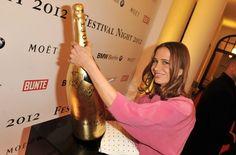 Berlin filmfestival. Moët & Chandon laat een gouden Methusalem (6 liter) signeren door bekende filmsterren. Na afloop wordt de fles geveild en gaat de opbrengst naar een goed doel! Nice.