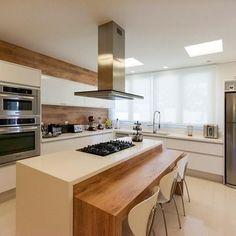 Cozinha grande com Coifa de Alumínio