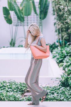 Barefoot Blonde Amber in Bobeau