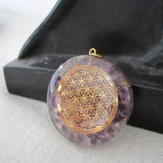 Orgonite pendentif fleur de vie en améthyste & cristal de roche.