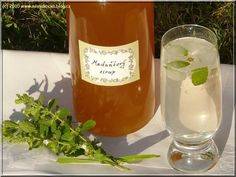 meduňkový sirup Hurricane Glass, Alcoholic Drinks, Food And Drink, Herbs, Homemade, Bottle, Cooking, Tableware, Recipes
