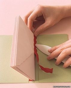 Envelope Books: Paper Binding How-To - Make your own book with envelopes. Informations About Envelope Books: Paper Binding How-To Pin You c - Handmade Journals, Handmade Books, Handmade Envelopes, Handmade Rugs, Handmade Notebook, Mini Albums, Book Making, Card Making, Make A Book
