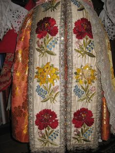 Lady's costume from Ostronzsko - detail.