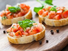 Looking for diabetic-friendly recipes that are both healthy and delicious? Find yummy recipes from US MED like our Tomato Bruschetta and get cooking! Tomato Bruschetta, Bruschetta Recipe, Appetizers For A Crowd, Appetizer Recipes, Snacks Saludables, Diabetic Recipes, Healthy Recipes, Delicious Recipes, Keto Recipes