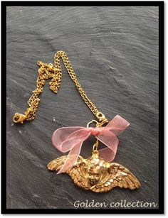 Collier doré ange et ruban rose : Collier par lesbijouxdelareine