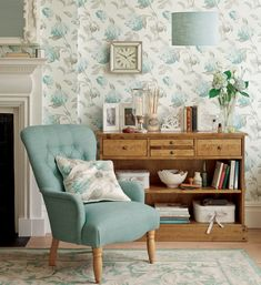 Laura Ashleys Extensive Line Of Wallpaper For The Home Includes Everything From Simple Stripes To Sophisticated Prints And Soft Palettes Rich Colors
