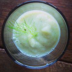 Greenish White Smoothie: pear, fennel, lime, ginger, banana, hempseeds