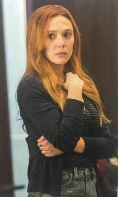 I love her outfit Elizabeth Chase Olsen, Elizabeth Olsen Scarlet Witch, Wanda Marvel, Scarlet Witch Marvel, Marvel Actors, Marvel Avengers, Marvel Girls, Celebs, Celebrities