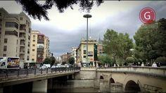 GRANADA | ETERNA | CENTRO | Puente Blanco, Puente Romano y río Genil desde intersección. 4K