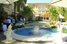 Los hoteles de La Ceiba esperan atraer más turistas con sus propuestas y rebajas. Foto: Javier Rosales Honduras: Hoteles ya tienen reservadas la mitad de sus habitaciones por el feriado  Las ofertas al dos por uno en La Ceiba y todo incluido en Trujillo atraen a turistas.